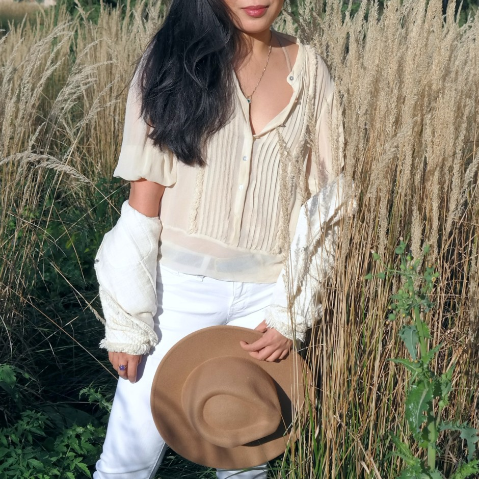 Cesthoa White Jeans & Neutral 4